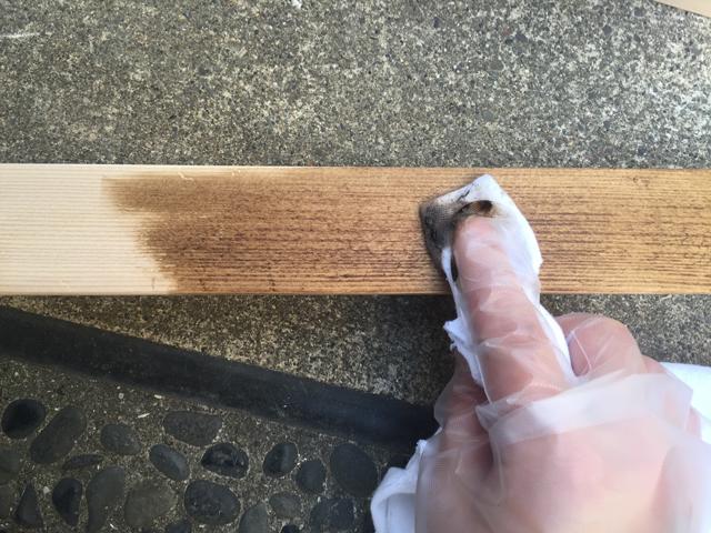 ブライワックスを木に塗る